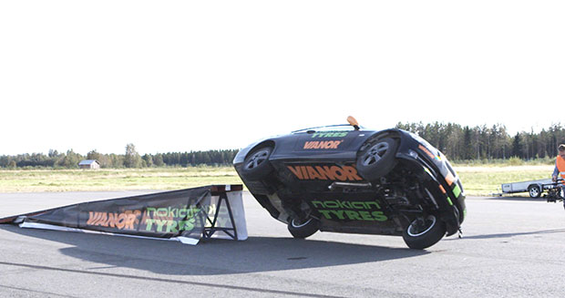 Fastest side wheelie in a car Finland