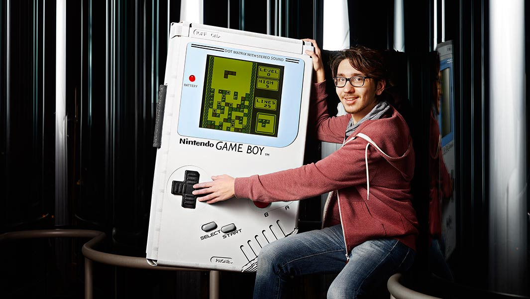Video: Der weltgrößte Gameboy schafft es in die Guinness World Records Gamer's Edition