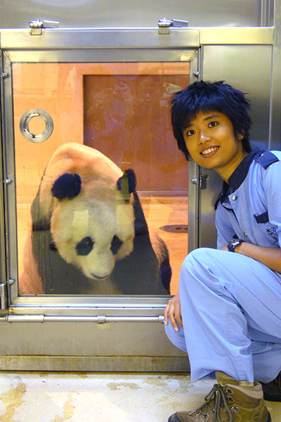 oldest-panda-ever-in-captivity-carer