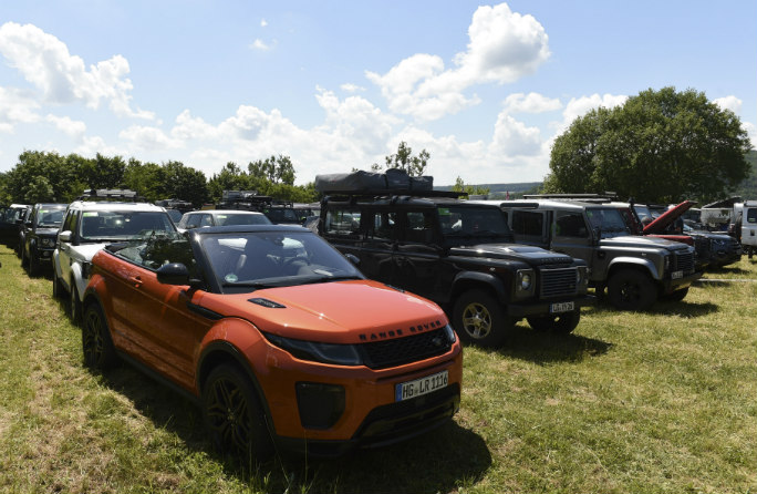 range-rovers-parked-article