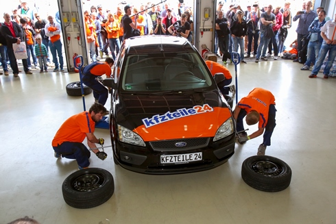Fastest Car Wheel Change Guinness World Records kfzteile24 front