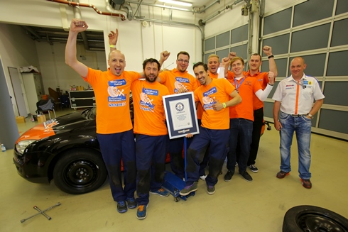 Fastest Car Wheel Change Guinness World Records kfzteile24 Certificate