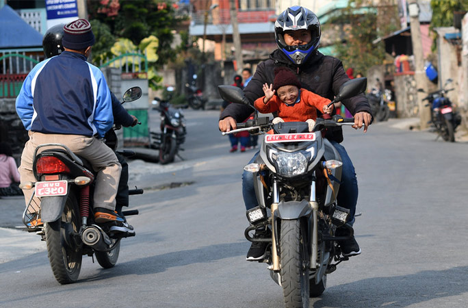 Shortest-man-living-on-motorbike-with-brother.jpg
