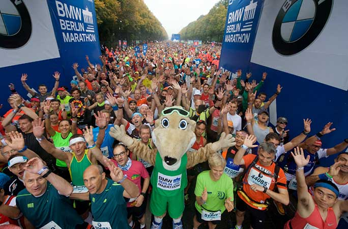 berlin-marathon-group-shot-at-start-line.jpg