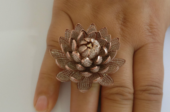 lotus-ring-on-finger-article